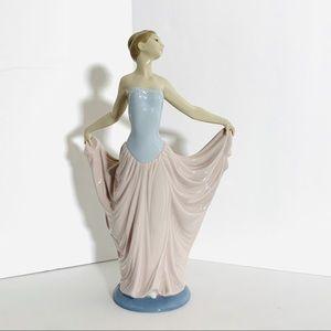LLADRÓ Dancer Woman Figurine Porcelain Ballerina